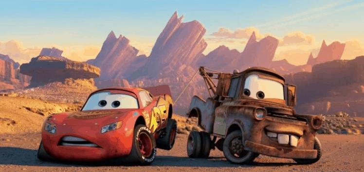 Dos coche la película Mater, la grúa ayuda a Lightning McQueen
