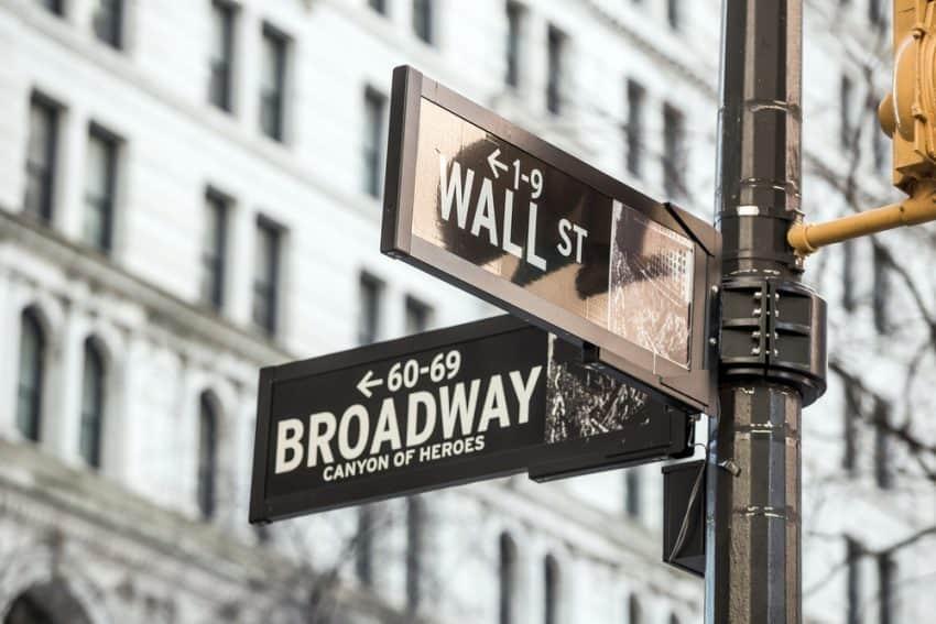 señal de la calle Wall Street en la Ciudad de Nueva York