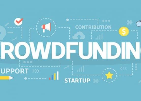 Fondo azul con letras escritas crowdfunding