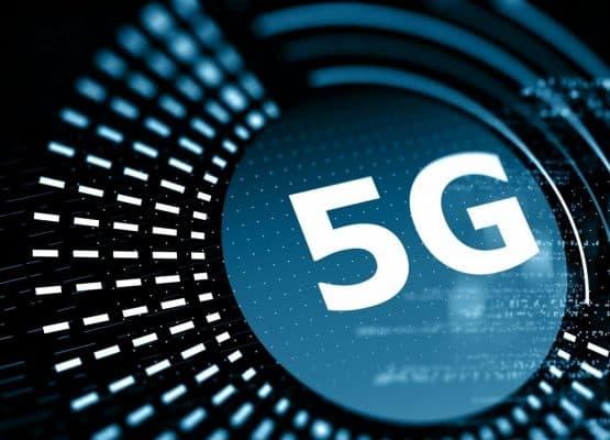5G sobre un fondo azul